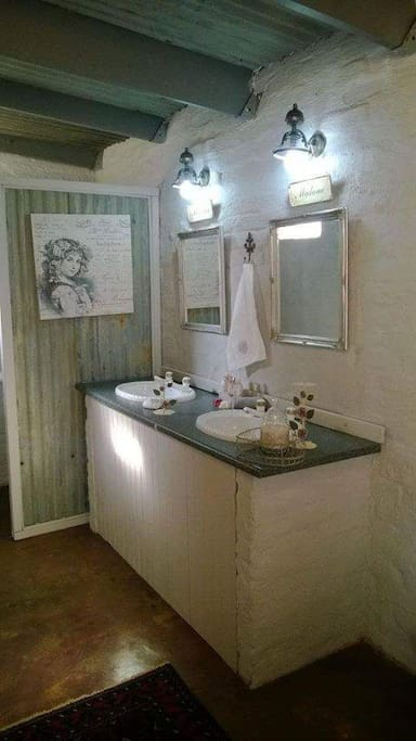 Honeymoon suite basins