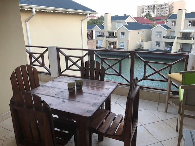 Fully Equiped 3 bedroom on the Marina incl Wifi.