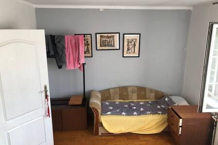 Lozka w domu jednorodzinnym