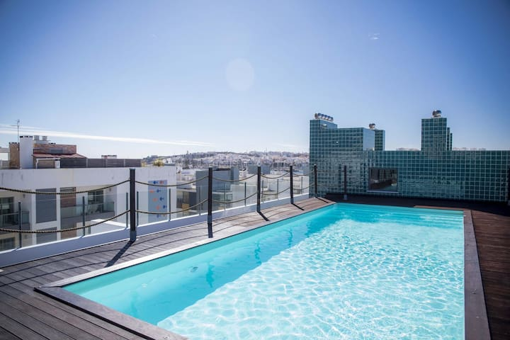 B04 - Luxury 2 Bed with Top Terrace Pool