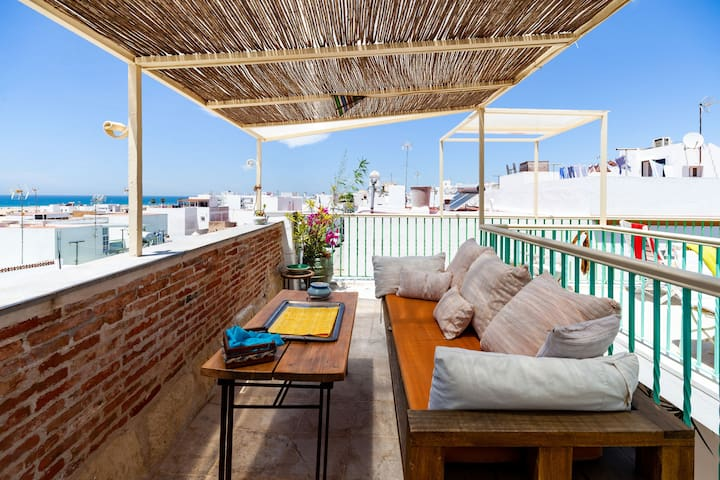 Charming Studio Apartment In Historic Centre Close To Beach with Rooftop Terrace, Balcony & Wi-Fi