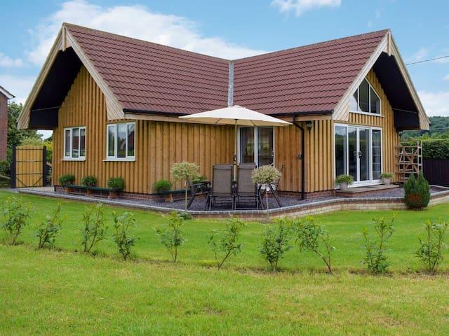 Bumble Lodge (UK30981)