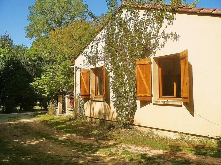 Maison en bordure de la Dordogne .Chez Tantine