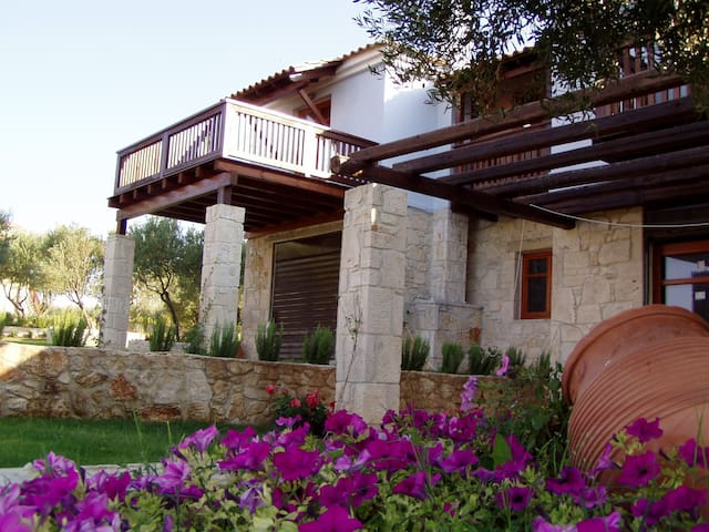 Relaxing luxurious villa in Athitos - Afytos - House