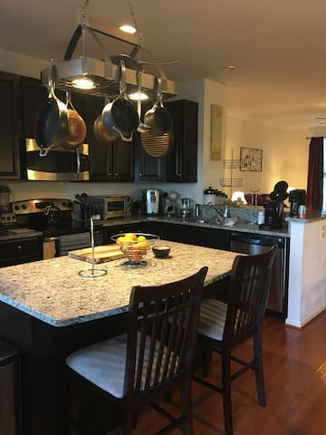 Full Townhome for Rent!