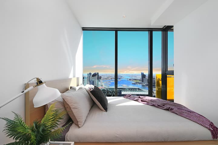 ★ A Stylish CBD Apartment with A Stunning View ★