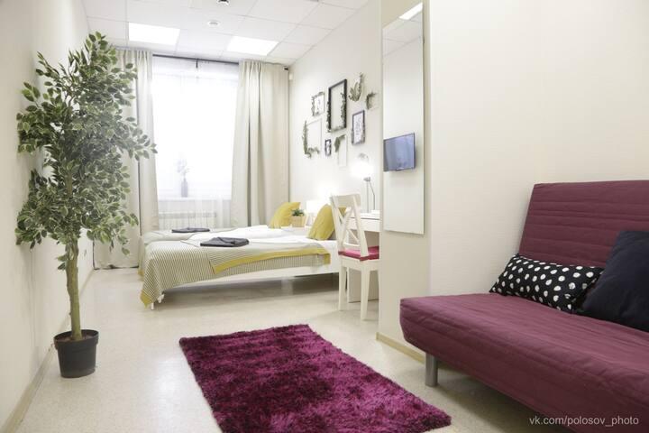 """Уютная комната в центре города в Артотеле """"Мило"""""""