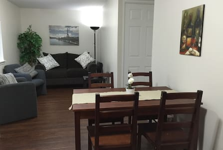 INGERSOLL, ON. Fresh, Clean + Practical Studio Apt - Ingersoll