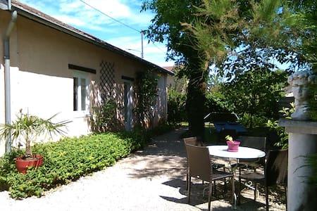 STUDIO INDEPENDANT avec jardin - Saint-Maurice-de-Gourdans