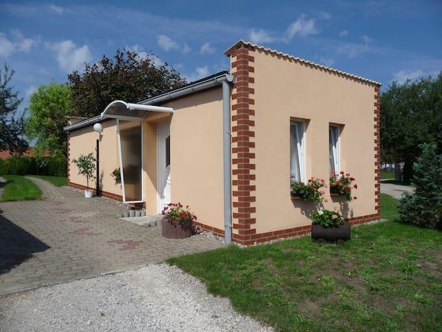 ruhiges Ferienhaus m Gartenterasse - Fünfseen - Huis