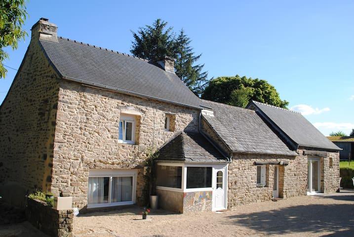 gite de Kerneuzet, maison bretonne datant de 1650 - Sizun - Dom
