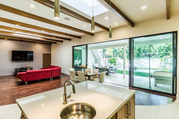 Luxurious Modern Home in Sherman Oaks w/Pool! - Los Angeles - Dom