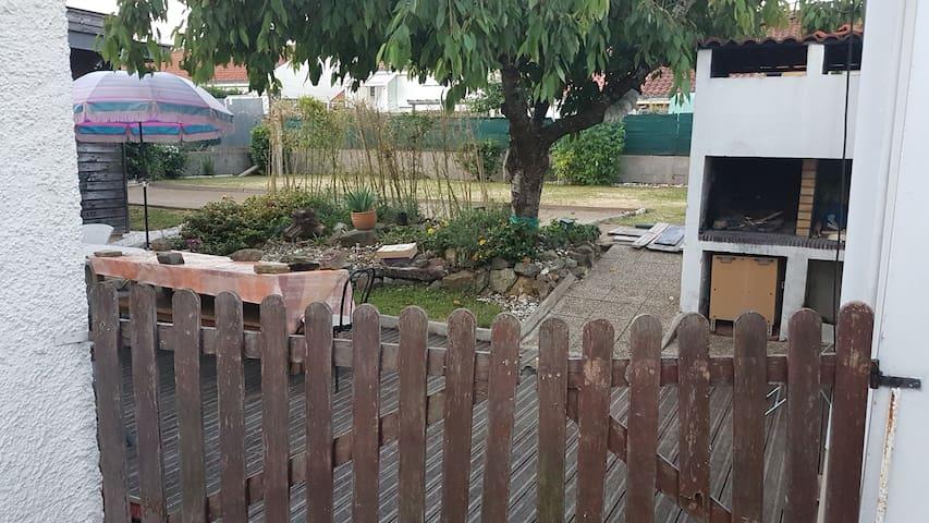 Camping 3 places dans le jardin de la maison