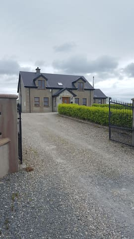 Large 5 bedroom house, 15min drive to Ballyliffen.