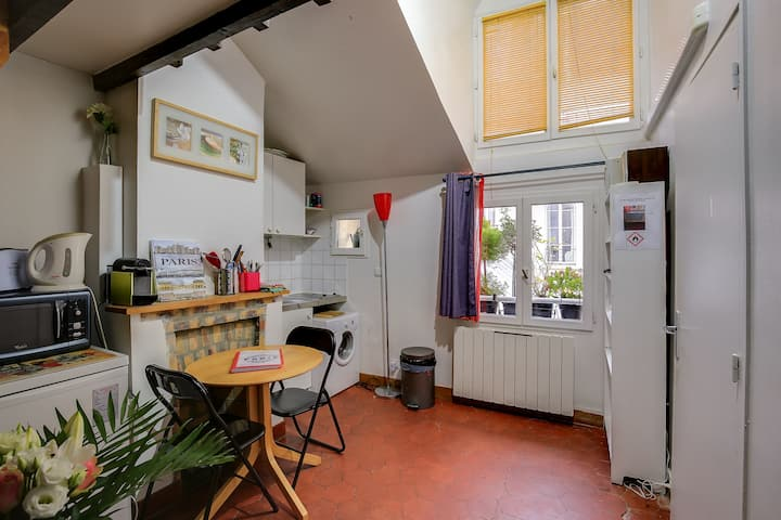 Charming studio in the Marais Quiet