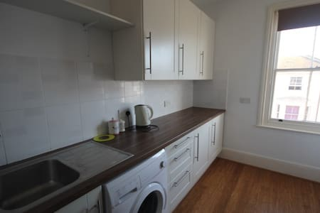 Charming One Bedroom Apartment in Central Hove - Hove - Leilighet