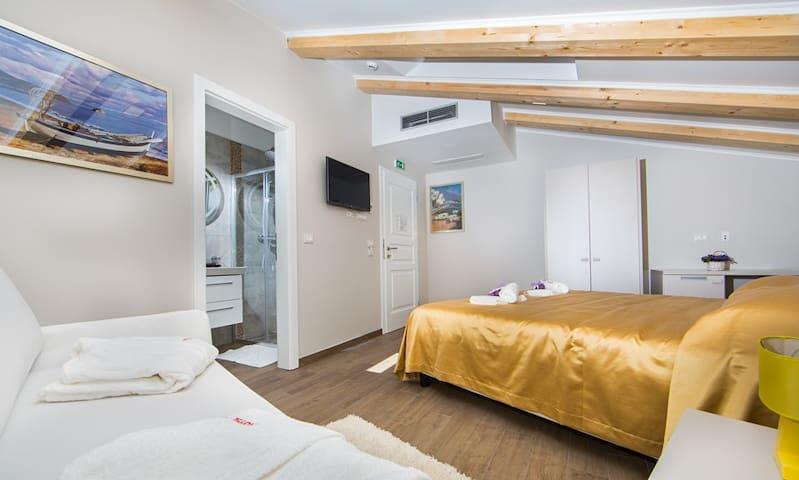 Melissa bedroom for 2, breakfast included - Poreč