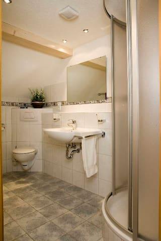 Landgasthaus Engel, (Höchenschwand), Dreibettzimmer mit Dusche und WC