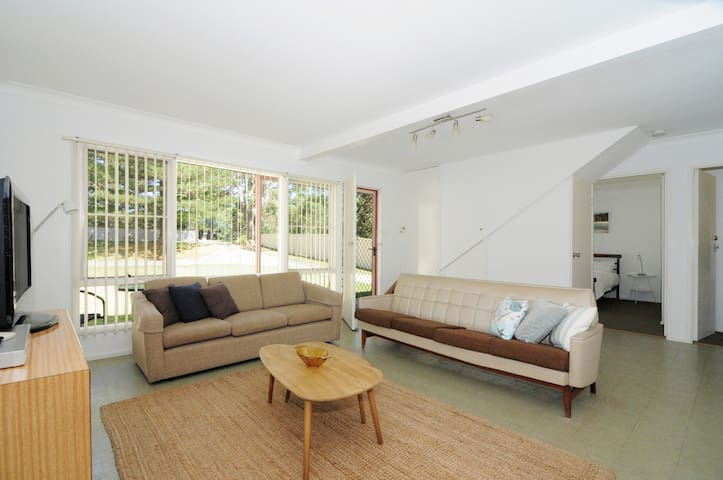 Your Beach Pad - just 50m from Collingwood Beach! - Vincentia - Apartment