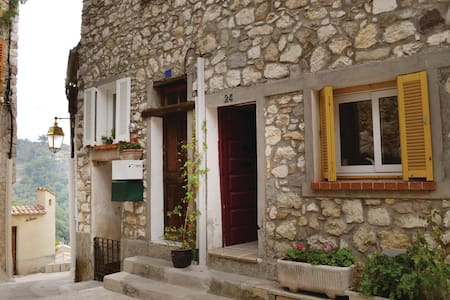 Terraced house with 2 bedrooms on 60m² in La Roquette sur Var