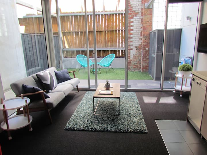 Modern City Studio Apartment Close to Everything