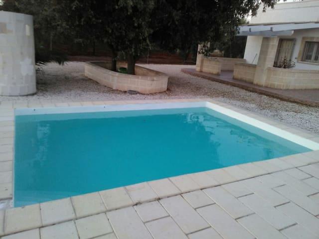 Accogliente villa a t guaceto con piccola piscina ville - Piccola piscina ...