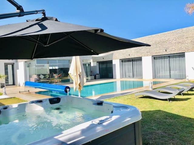 Villa détente, piscine chauffée, hammam, jacuzzi