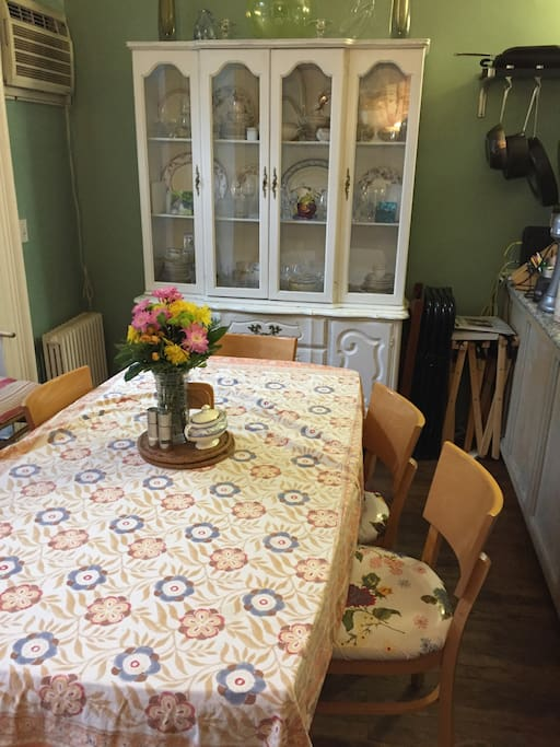 Eat-in Kitchen (table expands to seat 12)