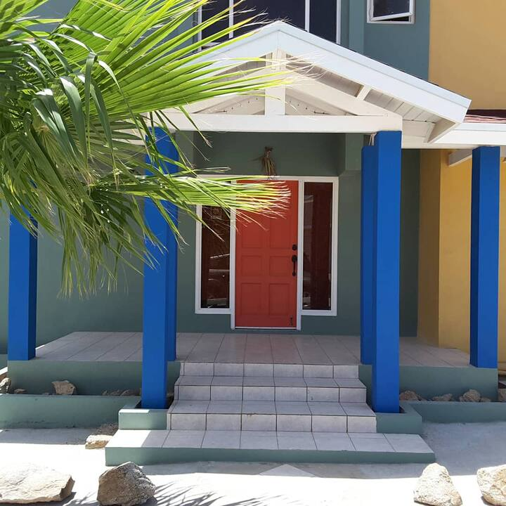 Santa Anna  Studio B, walking distance from beach.