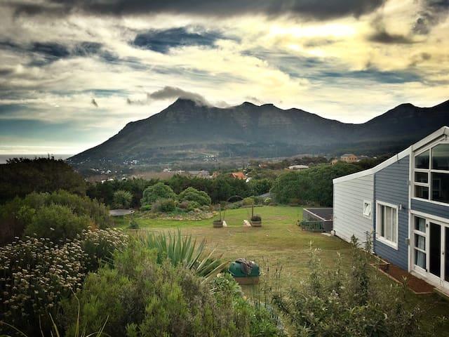 Lovely room in beautiful Noordhoek, Cape Town - ケープタウン - 一軒家