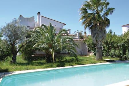 5 Bedrooms Home in Sant Pere Pescador - Sant Pere Pescador - Casa