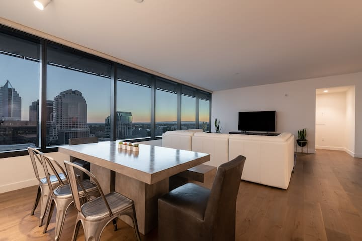 Luxurious 2 bedroom condo above the Kimpton Hotel!