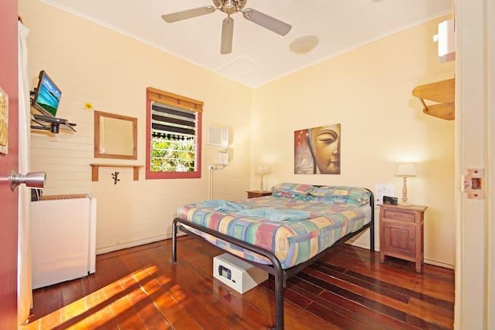 Travellers Oasis Queen size Double Room