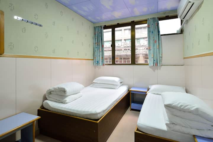 Twin Bed, Free Wifi, 1 mins to MTR