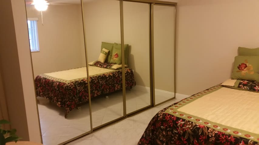 Private room in North  Lauderdale