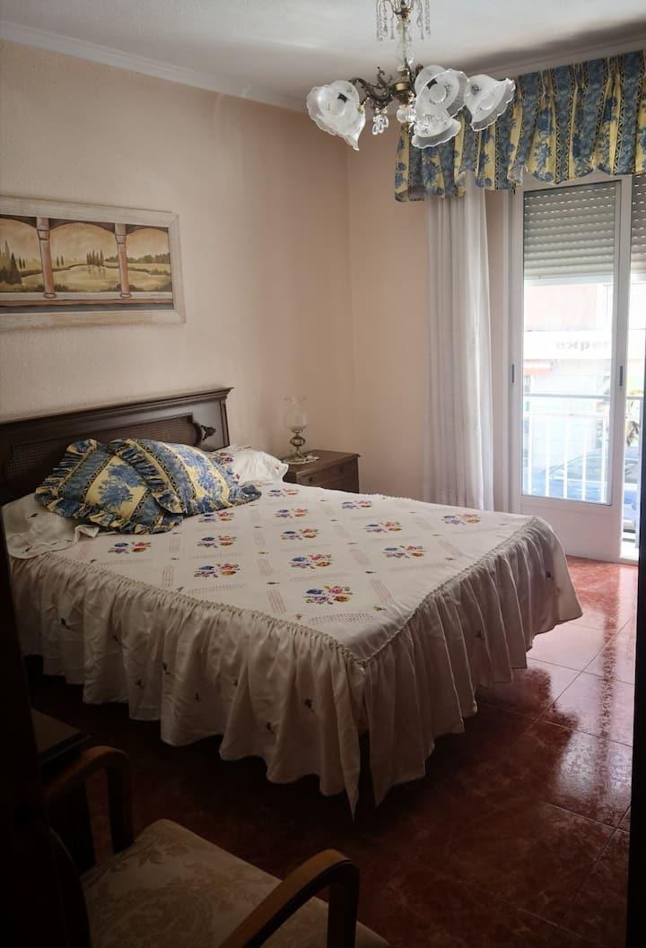Las camas tienen  Colchón viscolástica.