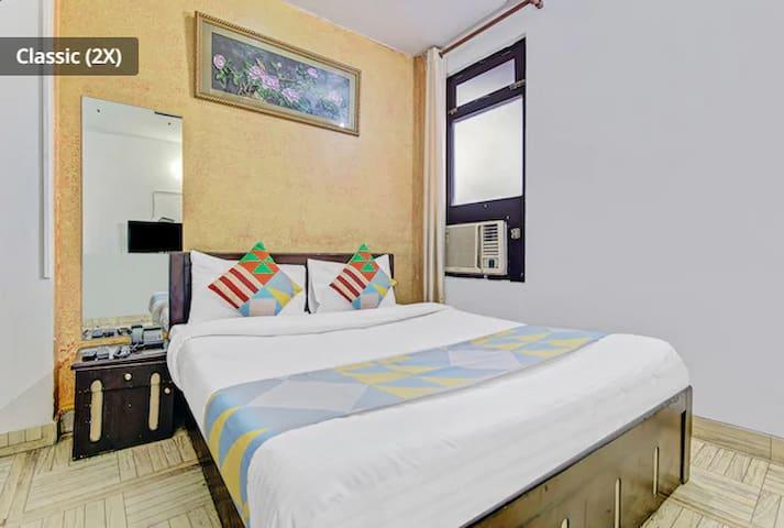 Budget   Private room    private bath  नई दिल्ली