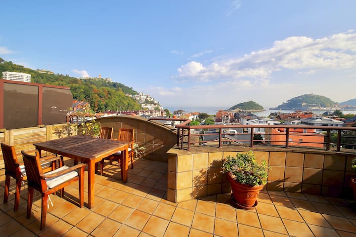 100 m from beach/amazing terrace/PARKING INCLUDED