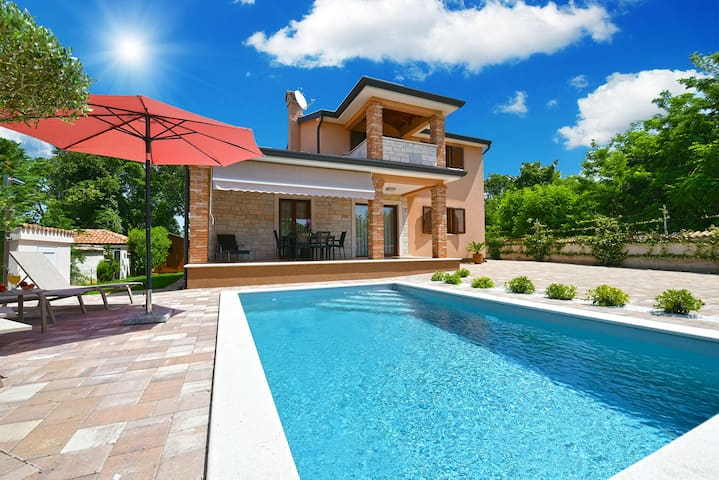 """""""1762"""" House with swimming pool for 6 people"""