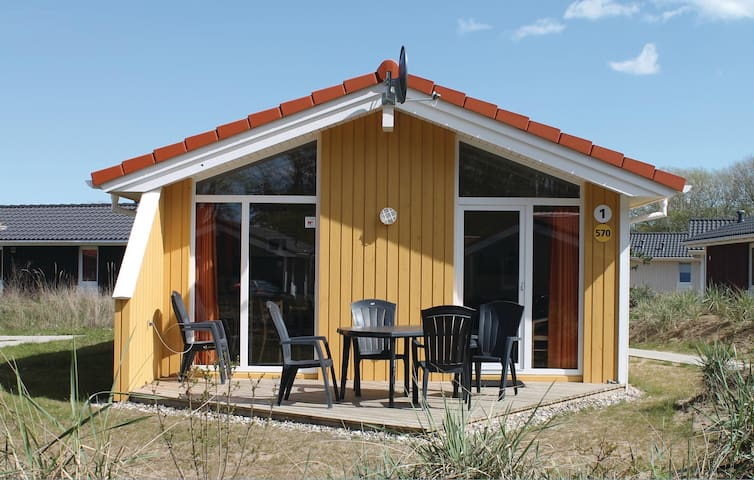 Holiday cottage with 2 bedrooms on 58 m² DSH570