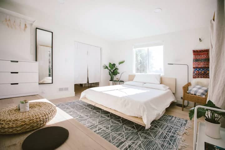 Private & Quiet Los Feliz Guest Suite with VIEWS!
