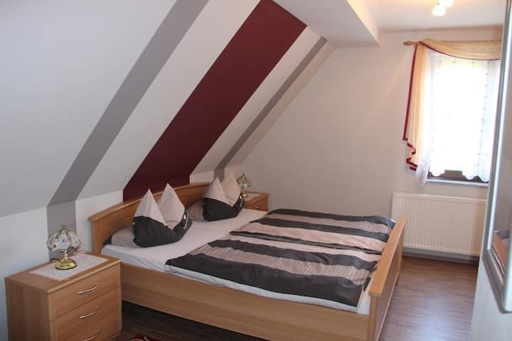 """Landgasthof """"Zur Tenne"""" (Feuchtwangen), Doppelzimmer mit Dusche / WC und kostenlosem WLAN"""