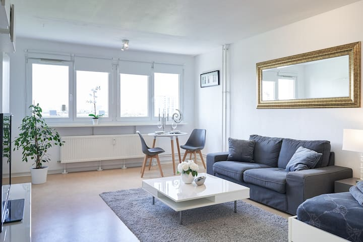 Cozy central bright apartment + Netflix near metro