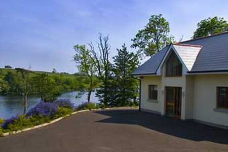 Luxurious cottage by the lake - Fermanagh