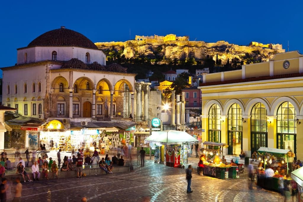the monastiraki square is 2 mins walk from the apartiment