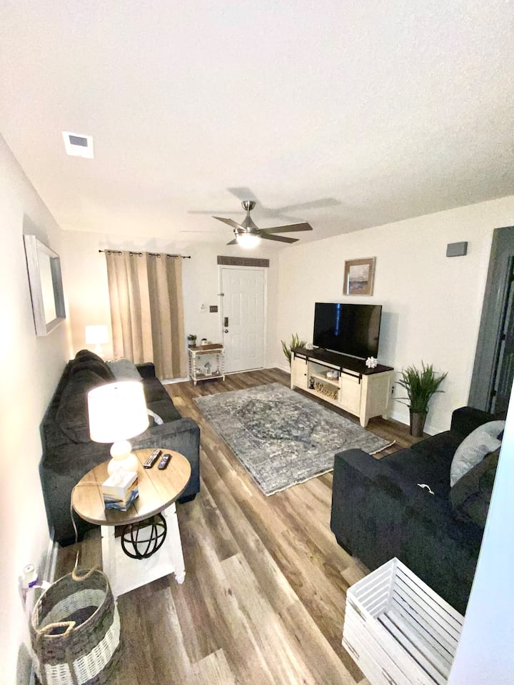 Chic and Cozy Located Near Base and Beaches