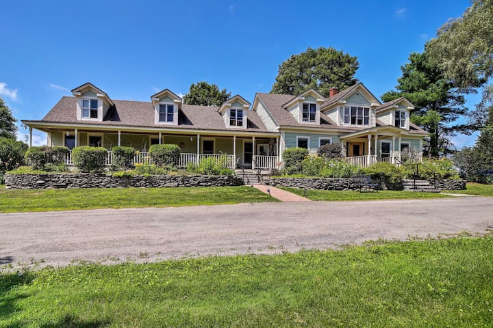 Remote Lyndon Farmhouse: 10 Acres, Stepping Stones