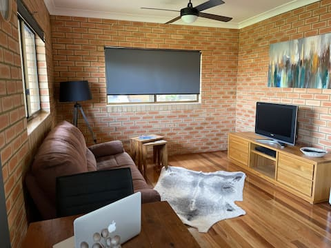 Completely renovated, 1 bedroom modern granny flat