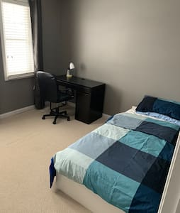 Clean room in nice house , quiet area