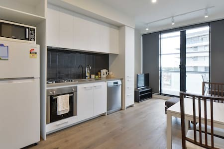 Modern Apartment on Famous Street 6kms from City! - Brunswick East - Apartment